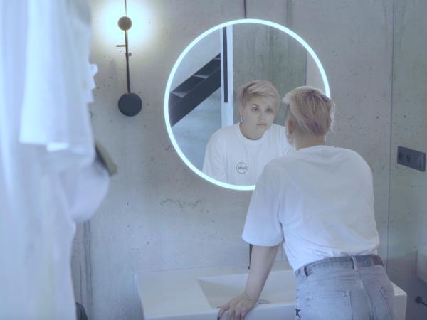 Slovenská speváčka M.U.S vydáva debutový album ME. K titulnej piesni NOW WE KNOW predstavila videoklip.