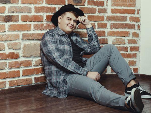 """Talentovaný Martin Císar vydáva nový singel """"Nechaj ma ísť"""". Adresoval ho ľuďom, ktorí ho v živote ponížili."""