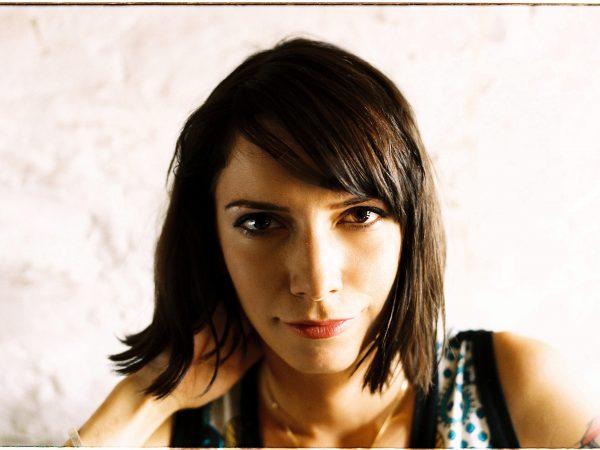 Dorota Nvotová sa s otcovou smrťou vyrovnáva novou pesničkou.