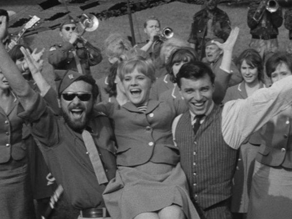 """""""Kdyby tisíc klarinetů"""" a """"Starci na chmelu"""" - kultové piesne z nemenej kultových filmov."""
