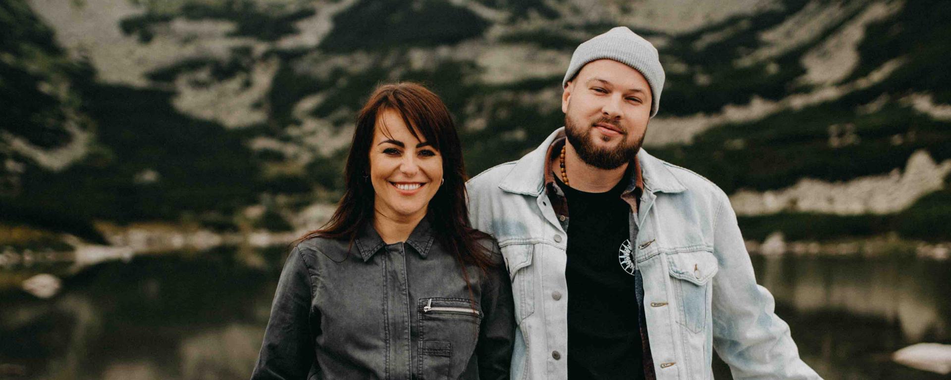 """Kapela Poetika v spolupráci s slovenskou speváčkou Katarínou Knechtovou vydáva poslednú skladbu z projektu """"IDENTITY""""."""