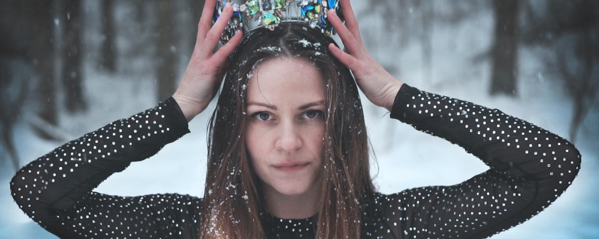 Dominika Titková sa v novom klipe odhodlala na adrenalínové kúsky.