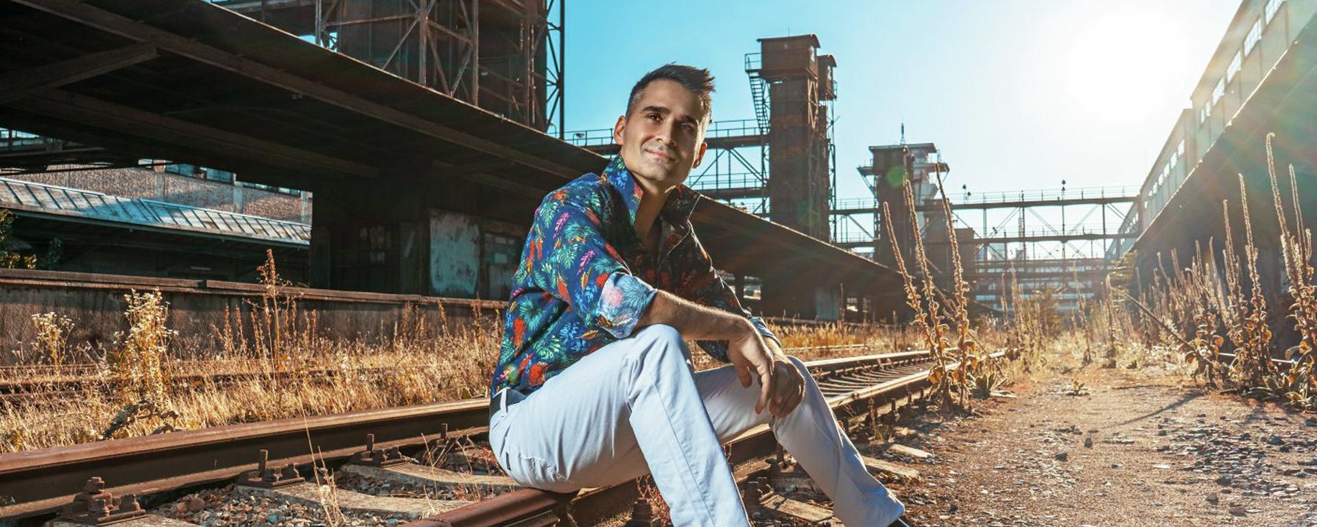 """Radek Banga, ponorený do svojho osobného príbehu, vydáva nový album """"Věci jinak"""" a knihu """"(NE)Pošli to dál""""."""