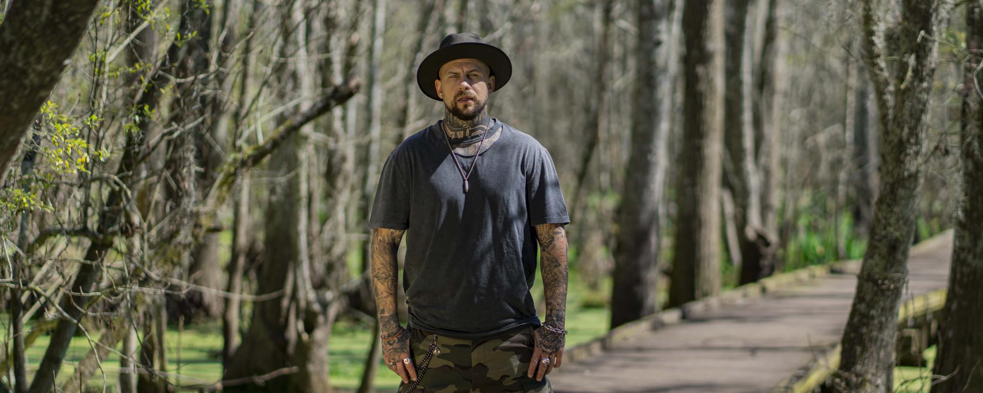 """Marpo vydáva nový track """"Hillbilly"""" s videoklipom z Louisiany a oznamuje nový album """"Backwoods Bred""""."""