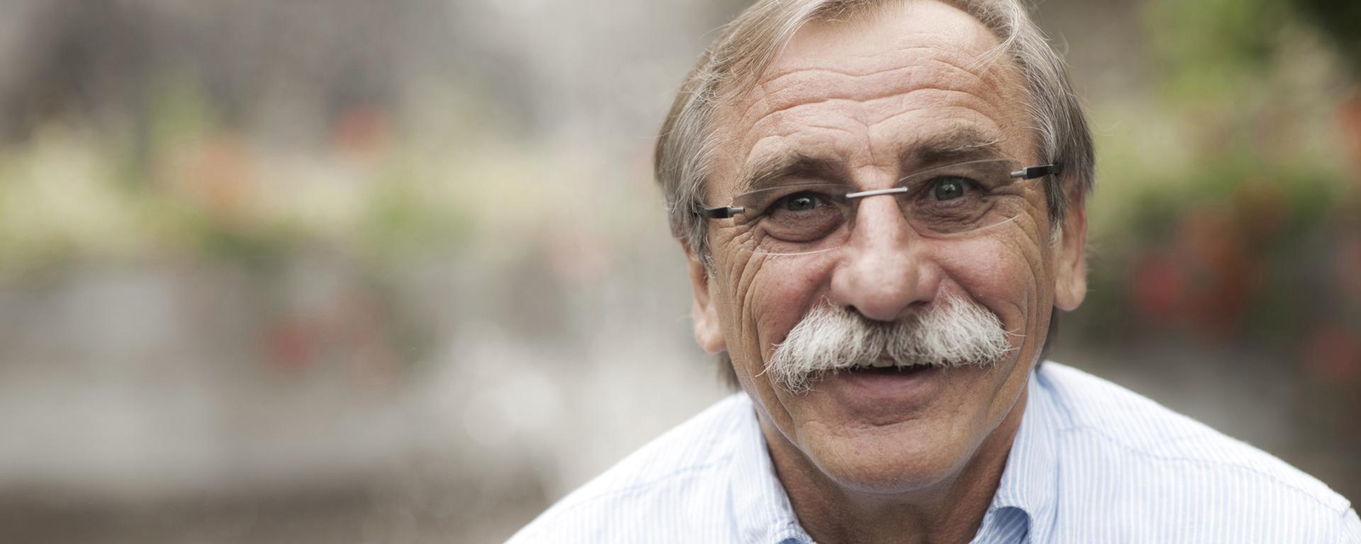 Pavel Zedníček načítal v novej audioknihe rozprávky o vláčikoch.
