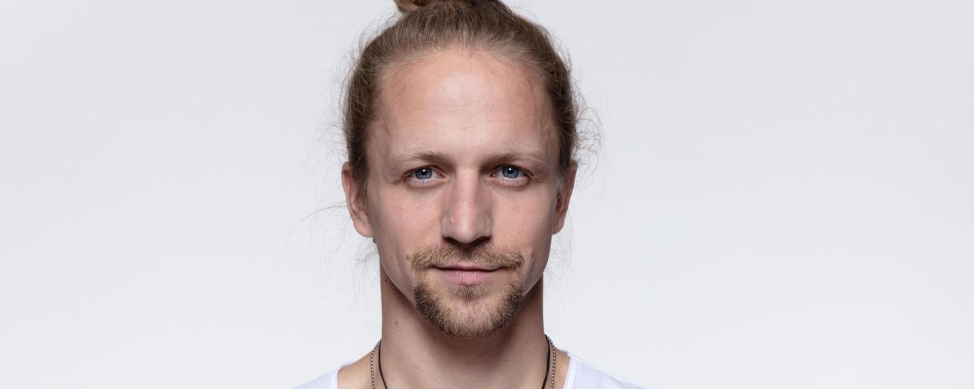 """Tomáš Klus vydáva album """"ČAUČESKU""""."""
