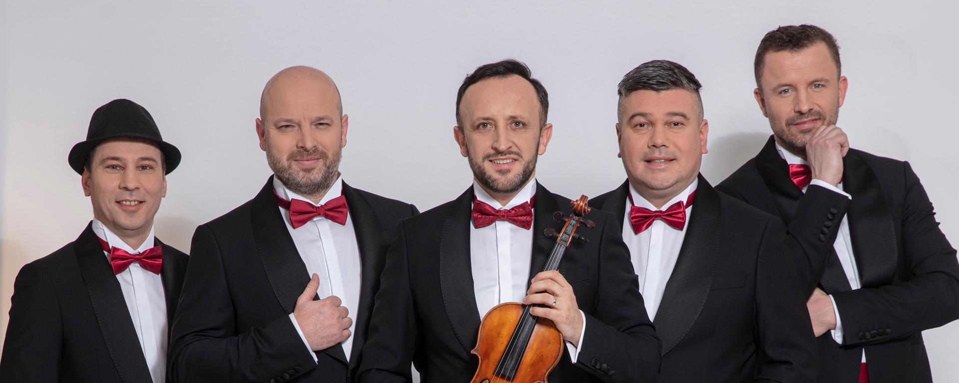 """Na galakoncerte """"Folklór"""" vo fraku zaspieva Adriana Kučerová, Katka Knechtová, Miroslav Dvorský aj Kandráčovci!"""