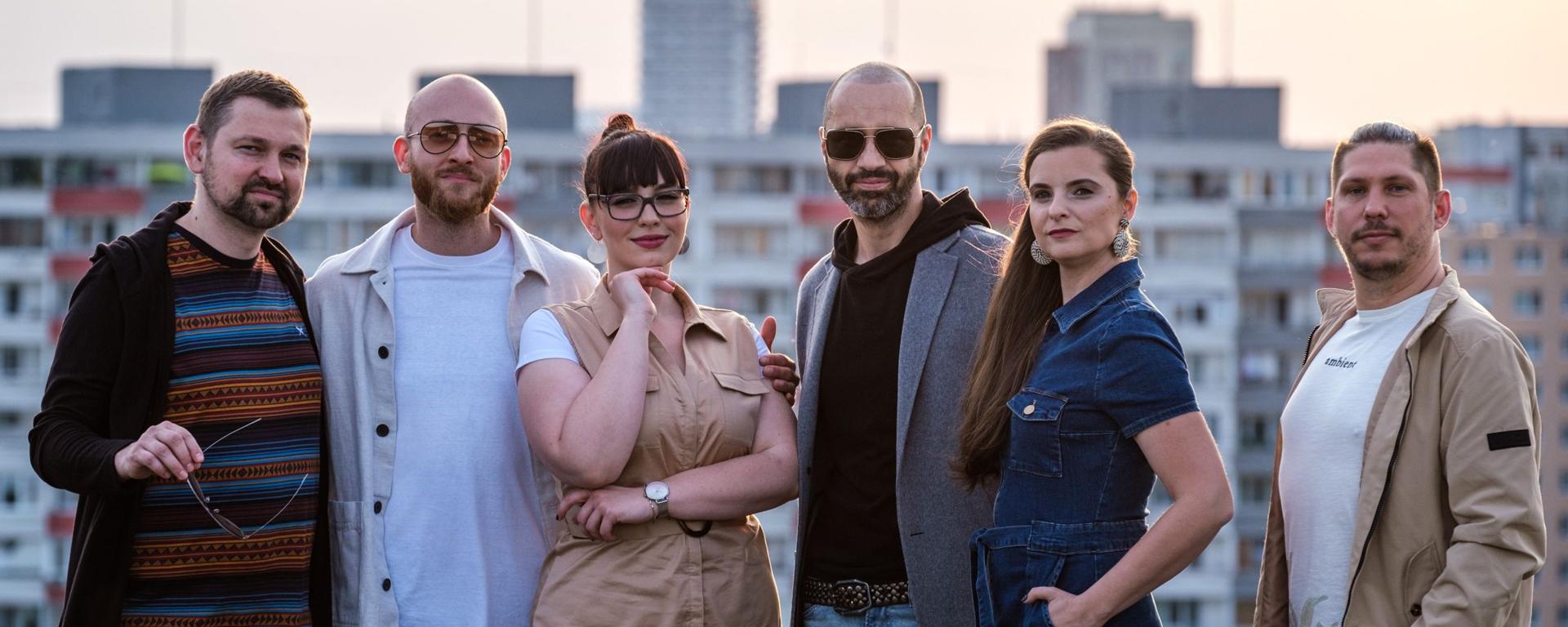 """Robo Opatovský a For You predstavili pozoruhodnú vokálnu verziu skladby """"Je nad slnko jasné""""."""