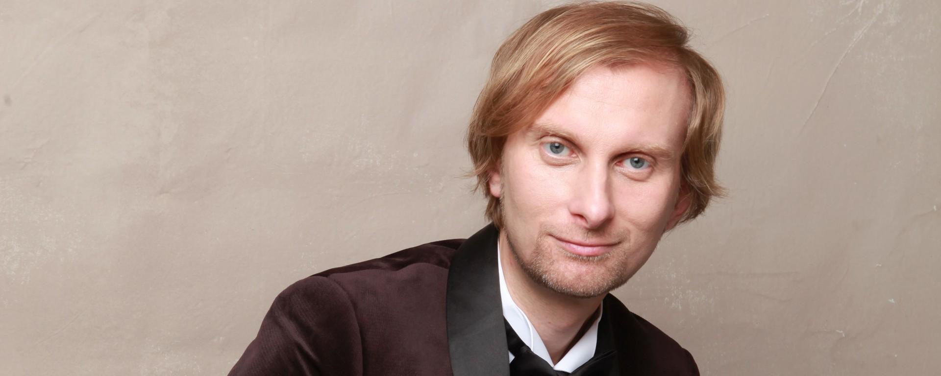 Klavírny virtuóz Ivo Kahánek vydáva novú nahrávku kompletného  klavírneho diela Antonína Dvořáka.